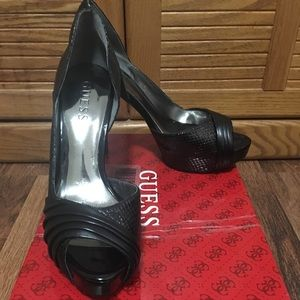 Guess 6.5 GW Holbrook Black Multi Synthetic Heels